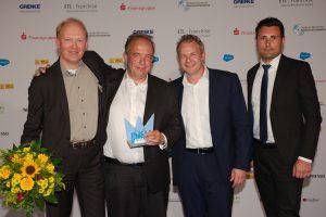 Nils Jacobsen, André Pape und Markus Tkocz (Küche&Co GmbH) und Dominic Möhrmann (GRENKE BANK AG)