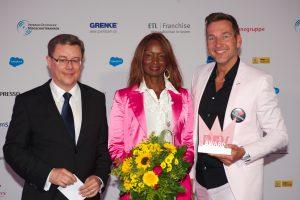 Dr. Jürgen Karsten (ETL Systeme AG), Preisträger Emma und Matthias H. Lehner (Gründer und Inhaber Bodystreet GmbH)