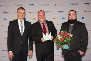 Stephan Jansen (Verband Deutscher Bürgschaftsbanken e.V.), Preisträger Christian Müller un sein Sohn (Rainbow International Müller Schadenmanagement GmbH)